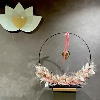 DRY-FLOWER HOOP mit Metall-Fuß in weiß-rose'