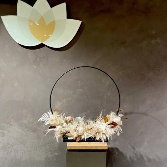 DRY-FLOWER HOOP mit Metall-Fuß in weiß-creme