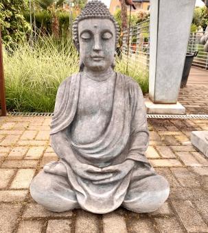 Handgefertigter Buddha aus Beton